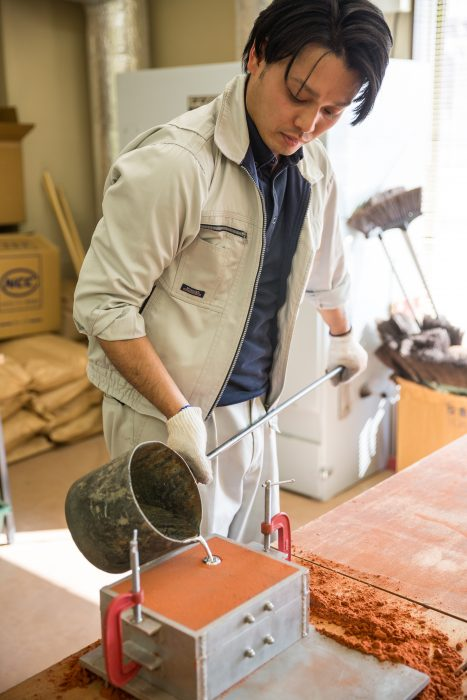 Pouring molten metal into a mould in Toyama